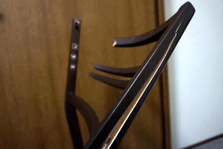 折れた椅子005.JPG