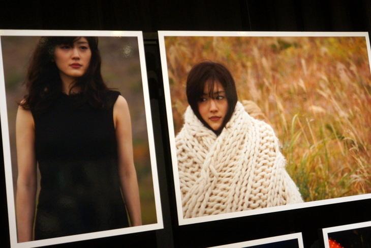 綾瀬はるか写真展008.jpg