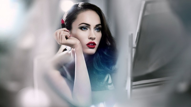 brunette-girl-mirror-megan-fox-wallpaper-1920x1080.jpg