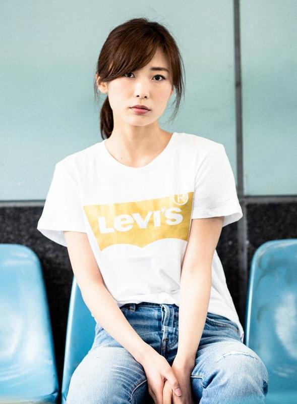 リーバイス レディースロゴTシャツ.jpg